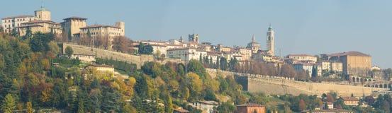 Bergamo Uno di bella città in Italia Lombardia Abbellisca sulla vecchia città dalle colline Fotografia Stock