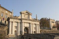 Bergamo - vecchia città Citta Alta Uno di bella città in Italia Lombardia Abbellisca sul vecchio portone nominato Porta San Giaco Fotografia Stock