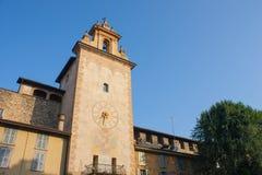 Bergamo - vecchia città La torre di orologio vicino alla costruzione storica di Roncalli Fotografia Stock Libera da Diritti