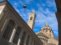 Bergamo - vecchia città Uno di bella città in Italia Lombardia Il campanile e la cupola della cattedrale hanno chiamato Santa Mar Immagine Stock