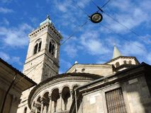 Bergamo - vecchia città Uno di bella città in Italia Lombardia Il campanile e la cupola della cattedrale hanno chiamato Santa Mar Fotografia Stock Libera da Diritti