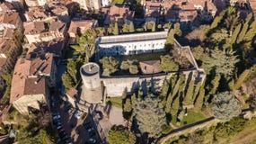 Bergamo, vecchia città Vista aerea del fuco di vecchia fortezza Fotografie Stock Libere da Diritti