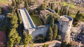 Bergamo, vecchia città Vista aerea del fuco di vecchia fortezza Fotografie Stock