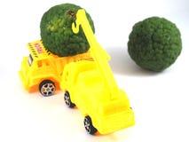 Bergamote d'herbe de camion de voiture de jouet images libres de droits