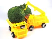 Bergamote d'herbe de camion de voiture de jouet photographie stock libre de droits