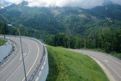 Bergasfaltväg i Kaukasuset Royaltyfria Bilder
