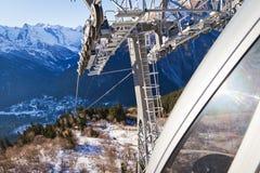 Bergbahn über dem Schnee Stockfotografie