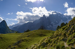 Bergbana som förbiser Mont Blanc blanc du mont turnerar Arkivbilder