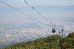 Bergbanan klättrar till det Macedonian berget Vodno Arkivfoto
