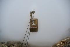 Bergbanan stiger från molnen Fotografering för Bildbyråer
