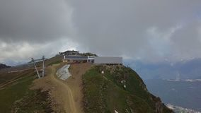 Bergbanastation av rozapic, höjdpunkt i Kaukasus berg Ryssland royaltyfri foto