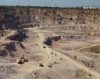 Bergbaugranit im Steinbruch Lizenzfreie Stockfotos