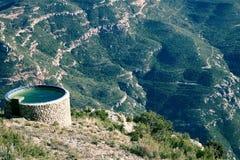 bergbehållarevatten Arkivfoto