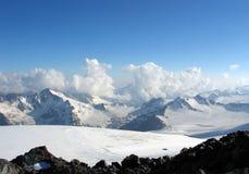 Bergbeklimmers in de Kaukasus royalty-vrije stock foto