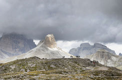 Bergbeklimmers in Dolomietbergen, Italië stock afbeeldingen