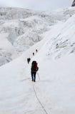 Bergbeklimmers op de gletsjer Stock Foto's