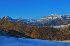 Bergblick über Dolomiti auf dem Weg von Dobbiaco zum Cortina Stockfoto