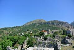 Bergblick der alten Stadt der Festung der Stange in Montenegro an einem sonnigen Sommertag Sehr besichtigter Platz durch Touriste Lizenzfreie Stockfotografie