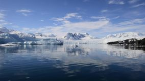 Bergblick in der Antarktis stock video
