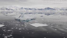 Bergblick in der Antarktis stock video footage