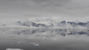 Bergblick in der Antarktis stock footage