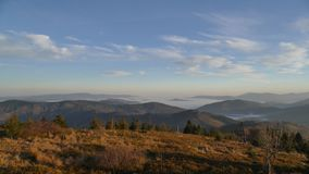 Bergblick der Beskydy-Berge bei Sonnenaufgang stockbild