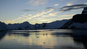 Bergblick im Sonnenaufgang stock video