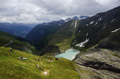 Bergblick mit See stockfotografie