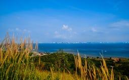 Bergblick sehen in dem Meer Lizenzfreies Stockfoto