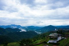 Bergblick und Himmel Stockfoto