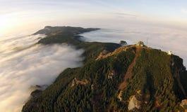 Bergblick von der Luft lizenzfreies stockbild