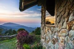 Bergblick von einem Bungalow Stockbilder