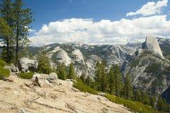 Bergblick von Yosemite Nationalpark Lizenzfreie Stockfotos