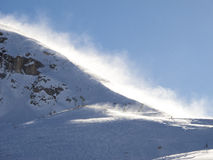Bergbovenkant in windonweer Stock Afbeelding