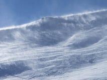 Bergbovenkant in windonweer Royalty-vrije Stock Foto's