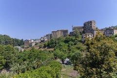 Bergby av Vescovato, Casinca region, Korsika, Frankrike Royaltyfria Bilder