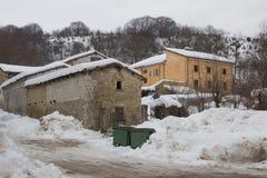 Bergby i vinter Royaltyfri Bild