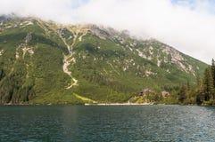 Bergchalet i Tatra berg Arkivfoto