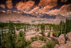 Bergdal i Karakorum Arkivfoto