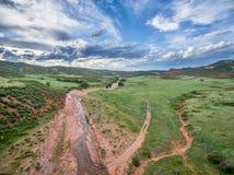 Bergdal med liten vik i Colorado Arkivbilder