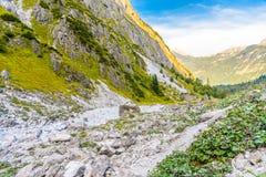 Bergdal n?ra Koenigssee, Konigsee, Berchtesgaden nationalpark, Bayern, Tyskland fotografering för bildbyråer