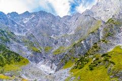 Bergdal n?ra Koenigssee, Konigsee, Berchtesgaden nationalpark, Bayern, Tyskland arkivfoton
