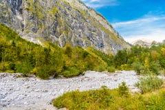 Bergdal n?ra Koenigssee, Konigsee, Berchtesgaden nationalpark, Bayern, Tyskland royaltyfri bild