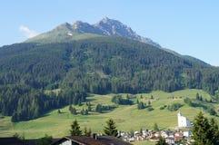 Bergdorf in der Schweiz Stockbild
