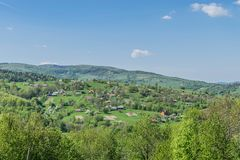 Bergdorp in de Oekraïense Karpaten royalty-vrije stock foto