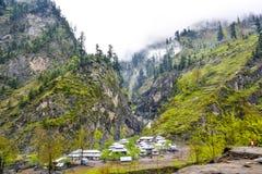 Bergdorp in de vallei van Naran Kaghan, Pakistan Stock Foto's