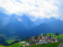 Bergdorp in de zomer Royalty-vrije Stock Afbeelding
