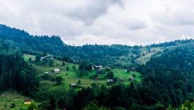 Bergdorp op een heuvel royalty-vrije stock foto