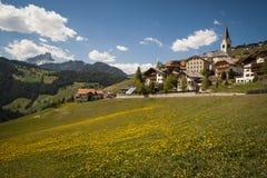 Bergdorp, Tirools gebied van noordelijk Italië Royalty-vrije Stock Afbeelding