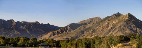 Berge über Hochland Glen Park lizenzfreie stockfotos